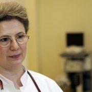 Elena Copaciu, seful Sectiei de Anestezie si Terapie Intensiva de la Spitalul Universitar de Urgenta discutand despre comotia suferita de fundasul dinamovist Radu Stefan.